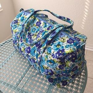 Like New Vera Bradley Large Duffle Blueberry